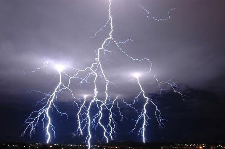 ALERTĂ de fenomene meteo periculoase! Va fi prăpăd!  COD GALBEN de furtuni și grindină! HARTA zonelor afectate!