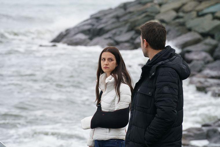 """İrem Helvacıoğlu, eroina serialului <Lacrimi la Marea Neagra>:  """"M-a emotionat profund suferinta personajului meu!"""""""