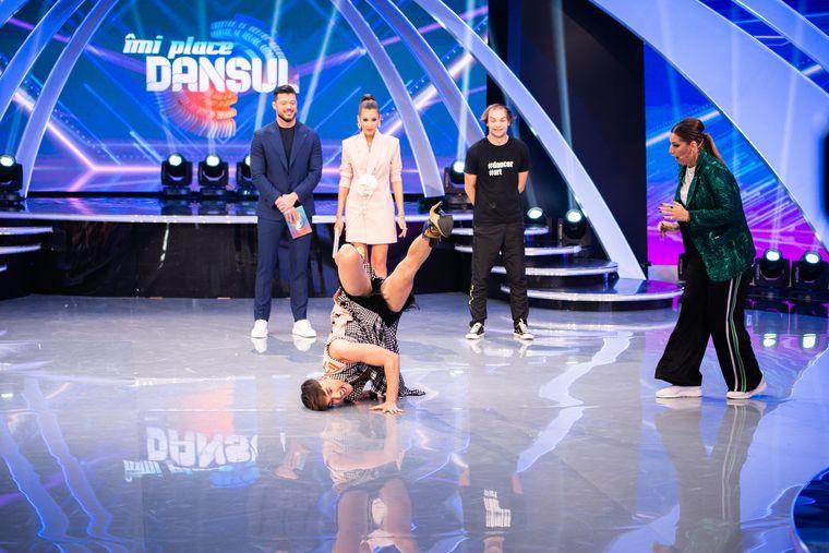 """Emil Rengle, mișcări de locking dance, pe tocuri, la """"Îmi place dansul"""""""