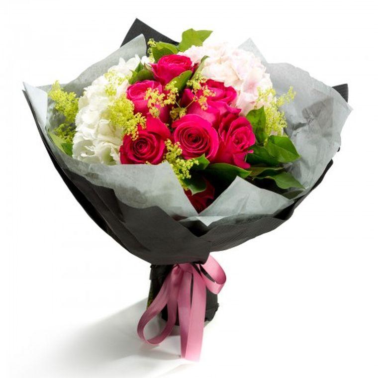 Comanda flori online si petrece timpul economisit alaturi de cei dragi!
