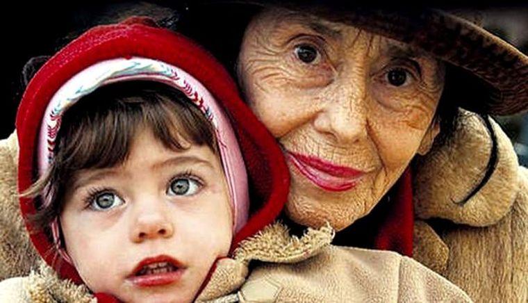 Cum arăta Adriana Iliescu în tinereţe. Imagini cu cea mai bătrână mamă din România