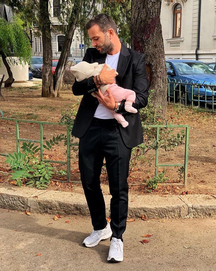 Mihai Morar și-a botezat fetița. Primele imagini de la botezul micuței Roua