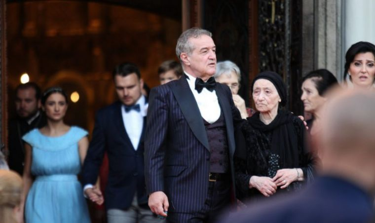 Bombă după nuntă! Fiica lui Gigi Becali, părăsită pentru un fotomodel celebru
