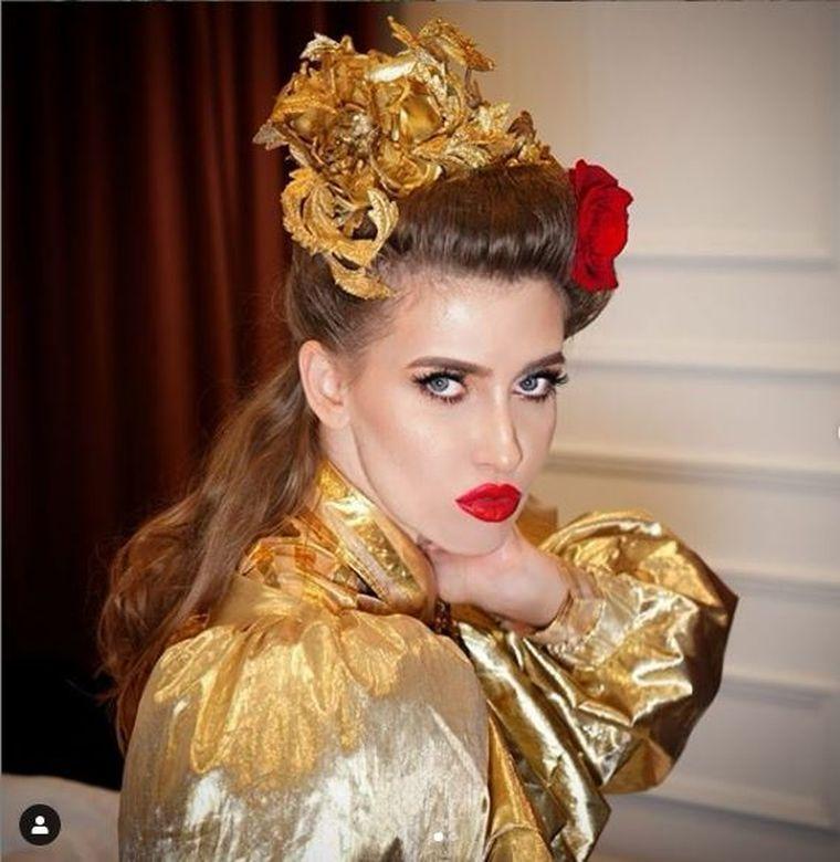 Iulia Albu, umilită şi terorizată de iubitul ei? Omul de afaceri s-ar purta foarte urât şi cu fetiţa fashion editor-ului! Dezvăluiri şocante din familia vedetei!