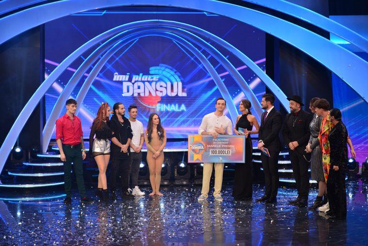 """Stefan este castigatorul show-ului """"Imi place dansul"""". Telespectatorii Kanal D au decis, in finala de aseara, cine sa castige premiul de 100.000 de lei!"""