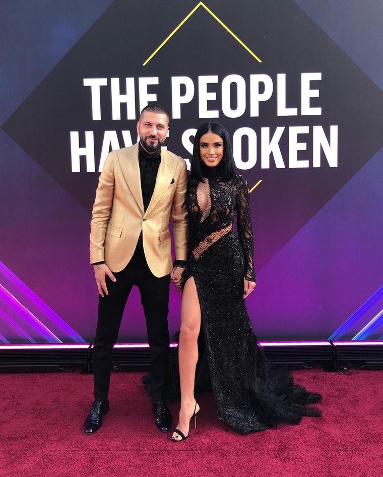 """In calitate de """"Best Romanian Pop Culture Influencer 2019"""", Adelina Pestritu a stralucit pe Covorul Rosu de la Los Angeles, la  E! People's Choice Awards"""
