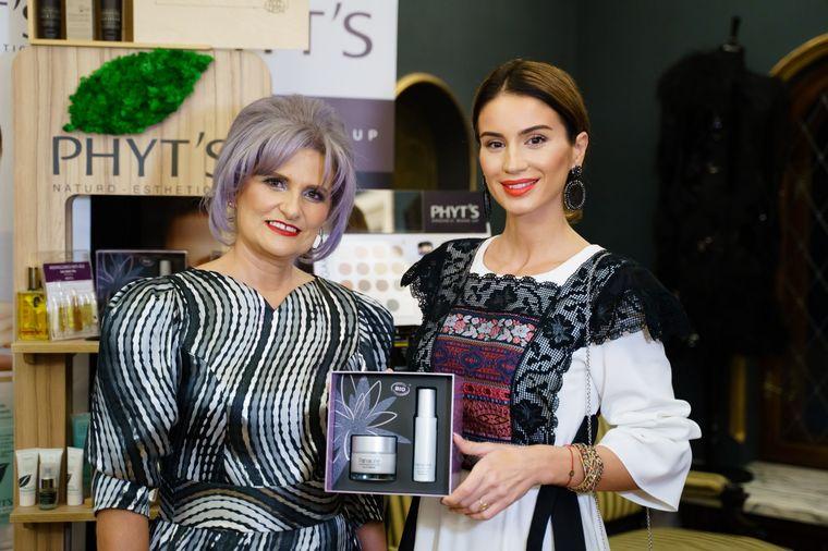 Antonia Nae, singurul designer român premiat în cadrul London Fashion Week, şi-a deschis showroom! Uite cum s-au îmbrăcat Rona Hartner, Cristina Cioran şi Diana Munteanu la eveniment!