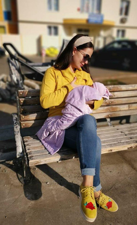 """Bebelușul plângea iar Dinu Maxer a întrebat-o pe Deea: """"Alăptezi aici?"""" Cum a răspuns soția cântărețului?"""