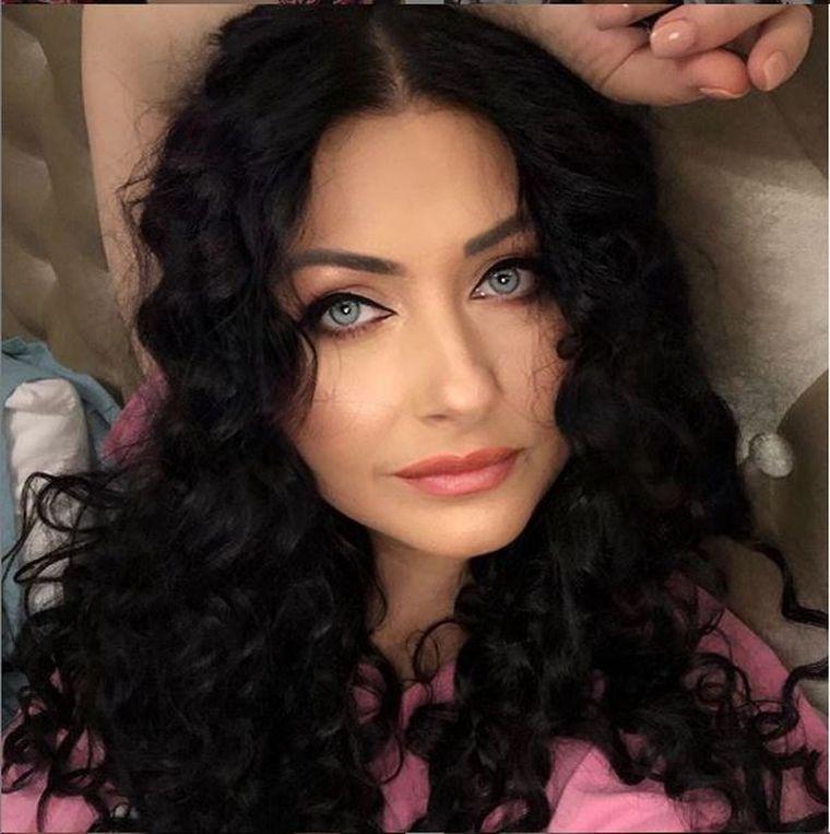 Gabriela Cristea, complet nemachiată! Aşa arată vedeta, naturală, la vârsta de 45 de ani!
