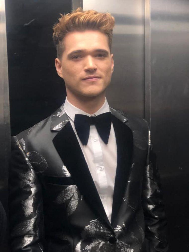"""Transformarea unuia dintre cei mai carismatici """"războinici"""" de la Exatlon, de pe trasee pe podiumul de modă! Cum arată acum finalistul Gabriel Nedelcu, ca manechin al Soniei Trifan"""