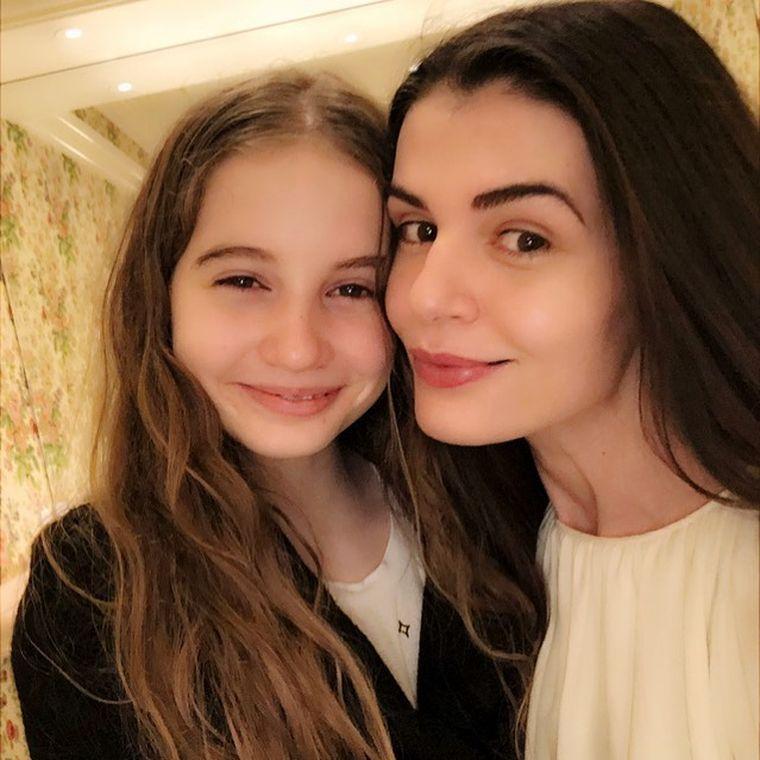 Fiica Monicăi Gabor şi a lui Irinel Columbeanu vrea să devină pictoriţă în SUA! Vezi cum arată tablourile realizate de Irina!