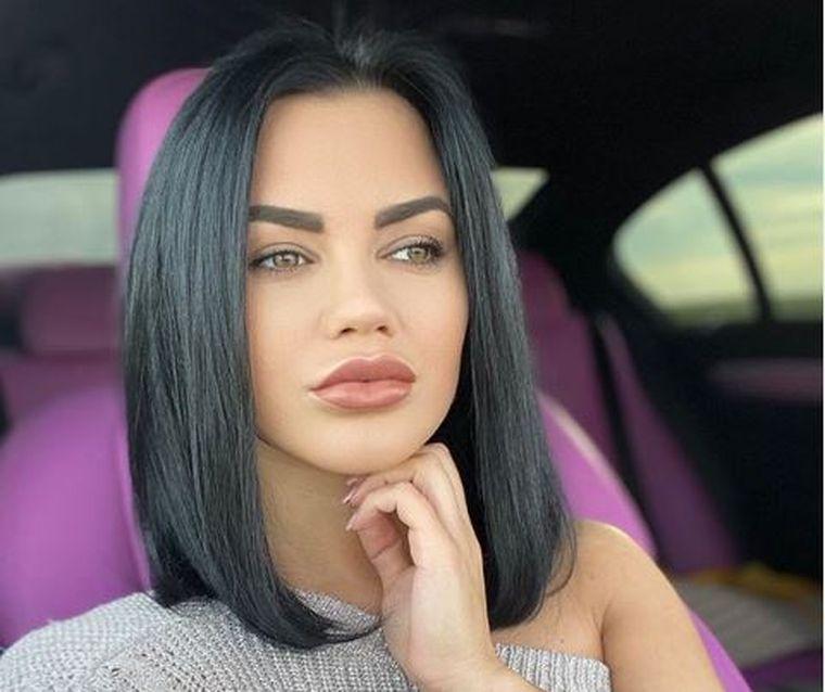 Carmen de la Sălciua seamănă perfect cu mama ei!