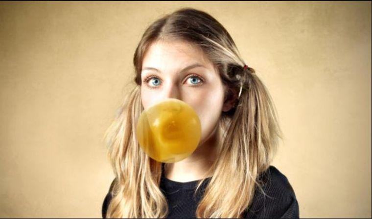 Cât de dăunătoare este, de fapt, guma de mestecat? Specialiştii trag un semnal de alarmă!