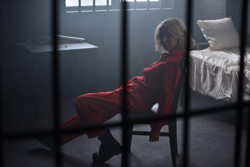 sore, la închisoare