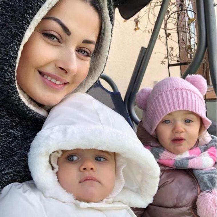 Gabriela Cristea, la spital, cu fetiţele!