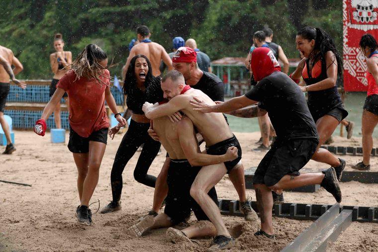 """Prima victorie a Faimoşilor de la""""Survivor România""""! Aceștia au câștigat meciul la o diferență de un punct! Kanal D, lider de audiență la nivelul întregii țări!"""