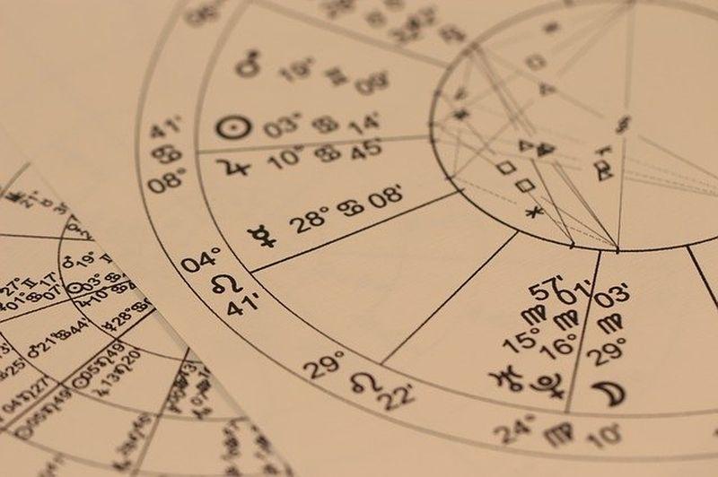 De ce să fiți într-o relație dacă nu sunteți compatibili astrologic