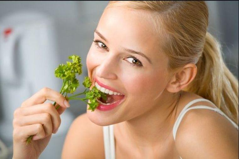 Remedii naturiste pentru respirația urât mirositoare!