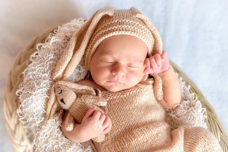 Zodiile peste care dă norocul în luna Februarie! Vor deveni părinți!