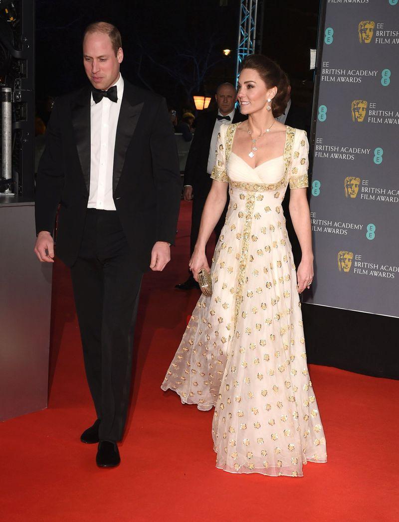 Kate Middleton- siluetă de invidiat. A purtat o rochie reciclată