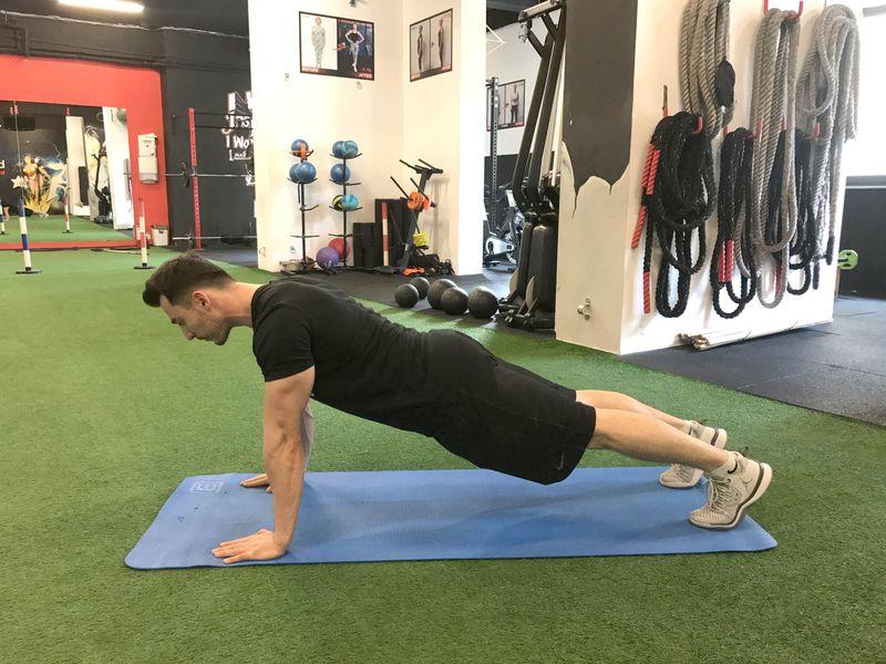 Cele mai eficiente exerciții pentru abdomen, recomandate de Răzvan Stratulat