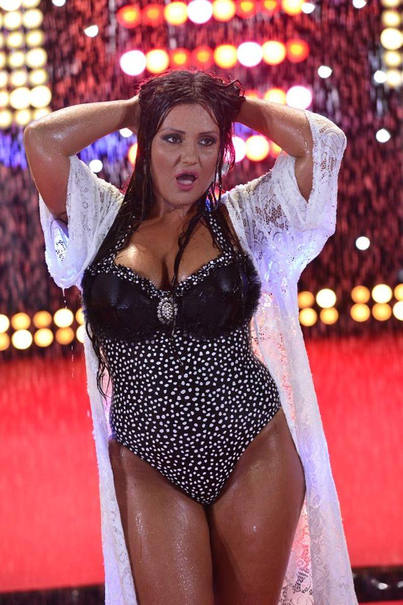 Bianca Rus, în 2015, a participat la un show în care a apărut în costum de baie