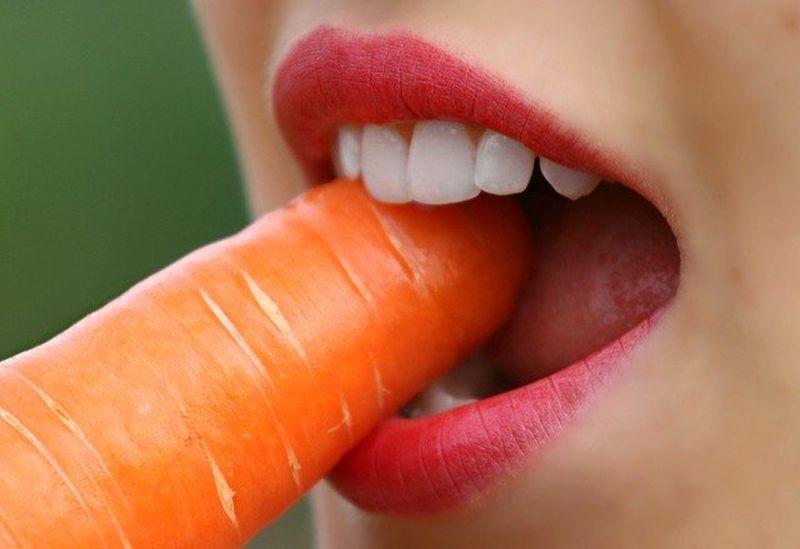 Ce trebuie să mănânci pentru a avea dinții mai albi?