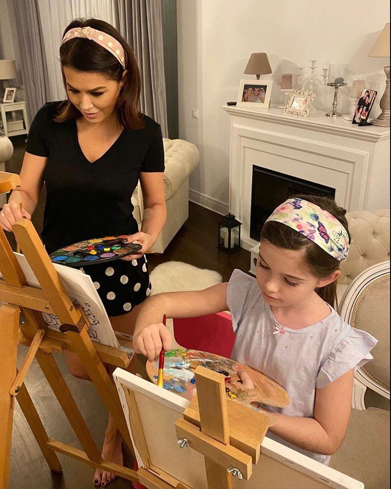 Pe Simona Pătruleasa o vedem zilnic, la pupitrul Știrilor Kanal D, însă fiica sa Ingrid, o întrece ca frumusețe!