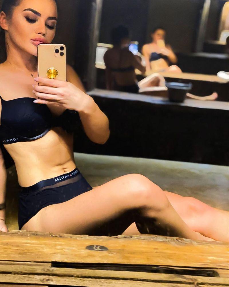 Nici nu s-a despărțit bine de Culiță Sterp, că s-a și pozat sexy! Ce fotografii a pus Carmen de la Sălciua pe Instagram?