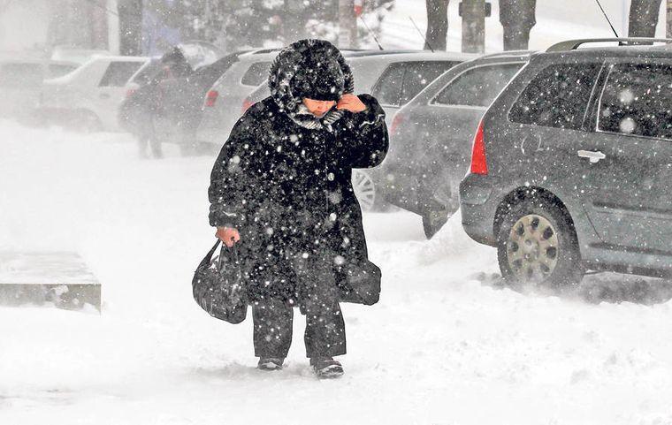 Nu scăpăm de iarnă! ANM a prelungit avertizarea cod galben şi cod portocaliu de viscol