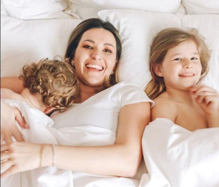 Ce face Ela Crăciun în casă, de 50 de zile, cu trei copii, pentru a scăpa de anxietate! Sfaturi esenţiale!