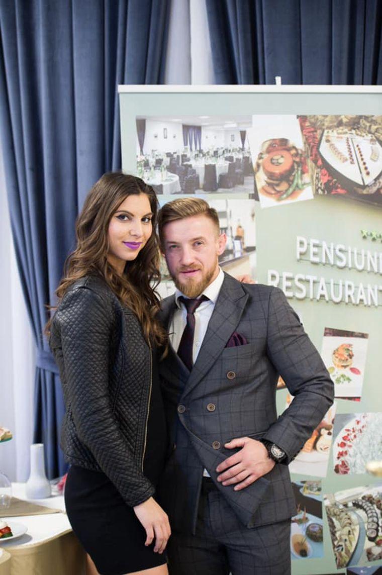 """Faimoșii Ciprian Mariș și Mădălina Vlad vă învață cum să scăpați de """"colăcei"""", în cuplu! Mișcarea poate fi distractivă și consolida relația de cuplu"""