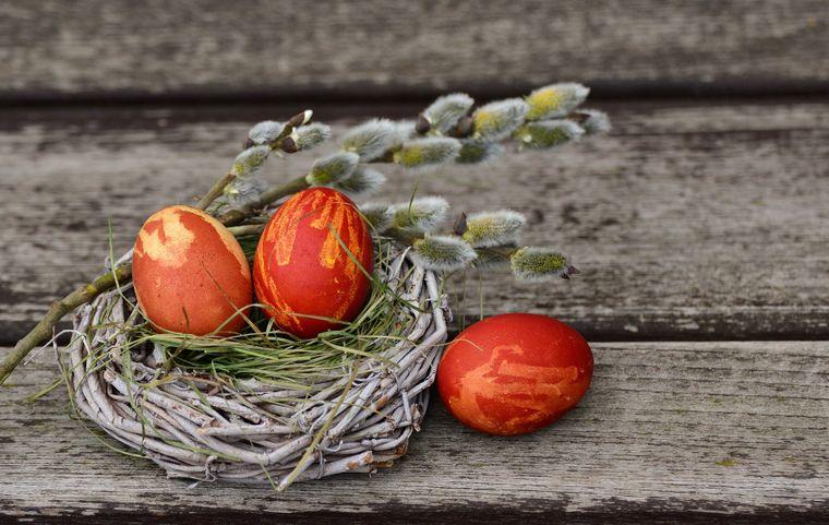 ce simbolizează ouăle roșii, masa de paște, paște, iisus hristos, ouă roșii