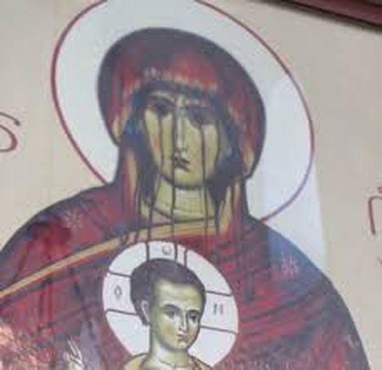 plânge icoana, mănăstirea frăsinei, icoana maicii domnului cu pruncul iisus, semn de la dumnezeu, plânge icoana maicii domnului