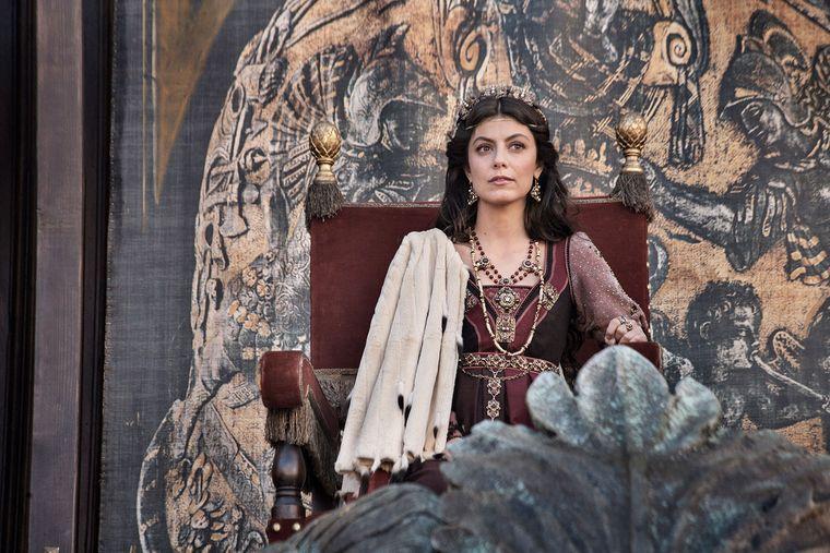 """Lucrezia, femeia care l-a fascinat pe Lorenzo Magnificul. Ce spune despre aceasta actrita care o interpreteaza in serialul """"Familia Medici: Conducatorii Florentei"""""""