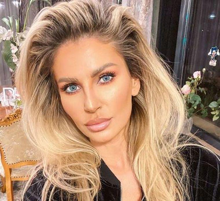 Cum se menţine Andreea Bănică?  Vedeta are 42 de ani şi o siluetă  perfectă!