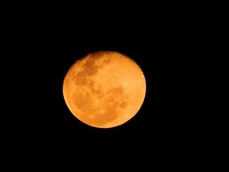 Luna-Căpșună- cum-afectează-zodiile-Fenomenul-de-Lună-Roz
