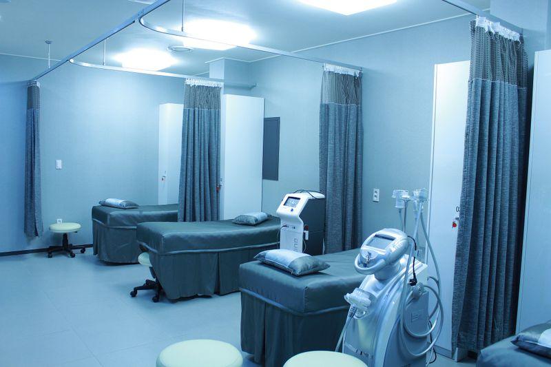 Izolarea, din nou obligatorie! Ministrul Sănătății a făcut anunțul despre noua restricție