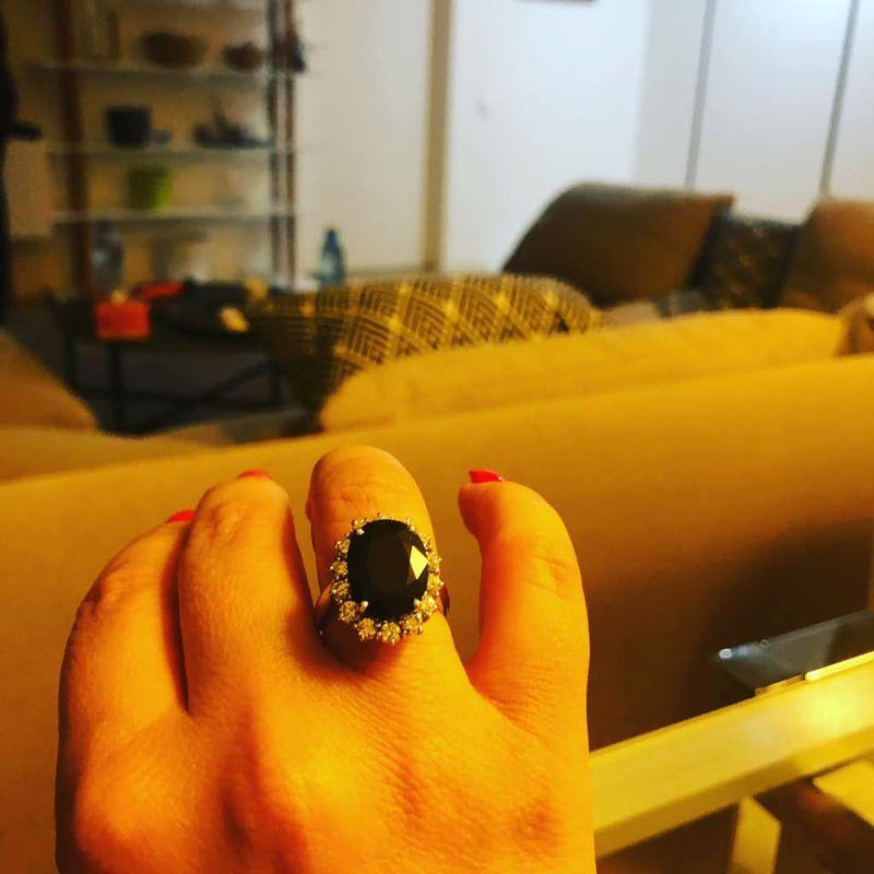 """Mara Bănică s-a logodit! Vedeta a primit inelul de logodnă de la iubitul ei: """"Fără cuvinte..."""""""
