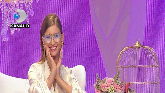 """Serge, noul accesoriu masculin al Iuliei Albu! L-a prezentat in premiera in emisiunea """"Bravo, ai stil!"""""""