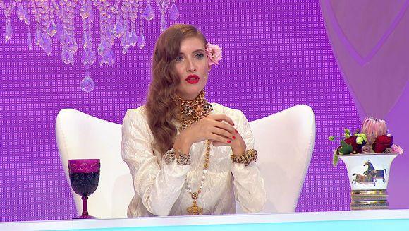 """Aparitie spectaculoasa a Iuliei Albu in editia de astazi a emisiunii """"Bravo, ai stil!""""! Iata cu cine a intrat pe platoul show-ului de la Kanal D!"""