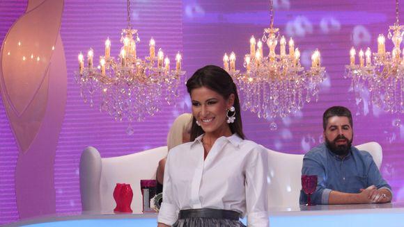 """Cristina Mihaela a primit numai laude de la juratii """"Bravo, ai stil!"""" Concurenta i-a daruit Iuliei bratara ei cu diamante. Cum a catalogat acest gest fashion editorul?!"""