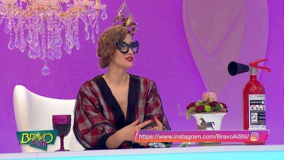 """Iulia Albu a venit in platoul """"Bravo, ai stil!"""" cu Racorel!  Uite la ce va folosi noul accesoriu al fashion editorului"""