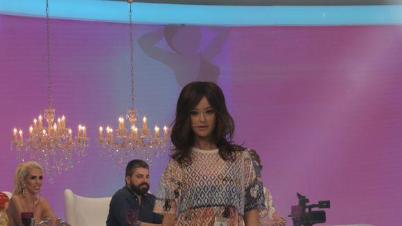 """Isabela, cu o noua coafura in emisiunea """"Bravo, ai stil!"""" """"Esti o Rihanna fugita de acasa, nemancata si fugarita de caini!"""""""