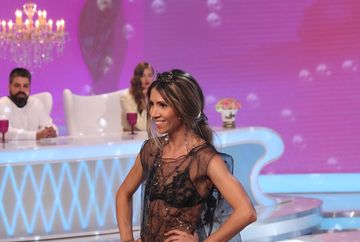 """Silvia, extrem de agresiva la adresa Iuliei Albu: Ma deranjeaza foarte tare cand tinutele unor persoane ca mine care nu sunt in showbiz si au talent fata de altele care sunt pe tv si fac creatie, sunt comparate cu cele ale marilor creatori de moda"""" Uite c"""