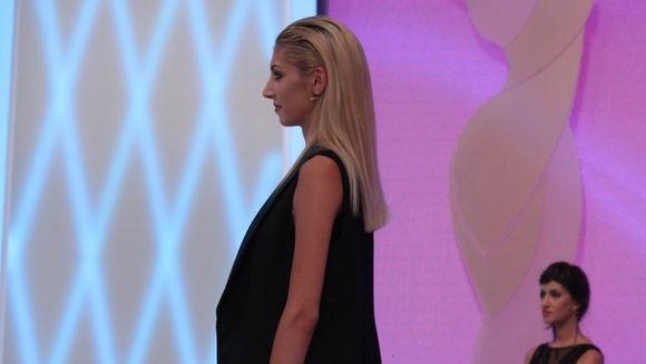 """Iulia Albu, deranjata de o pereche de pantofi fake! O descalta pur si simplu pe concurenta de la """"Bravo, ai stil"""", azi, de la 17.00, la Kanal D"""