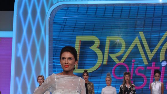 Daniela a obtinut ce nicio concurenta nu a reusit de la Iulia Albu! Ce i-a spus fashion editorul cand a pasit pe podiumul emisiunii