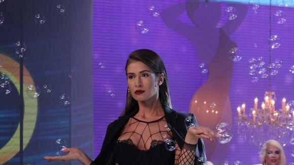 """Cristina Mihaela a aprins imaginatia juratilor cu tinuta ei """"porn chic""""! Dezbateri fierbinti intre jurati! A reusit sa se remarce cu acest look?"""