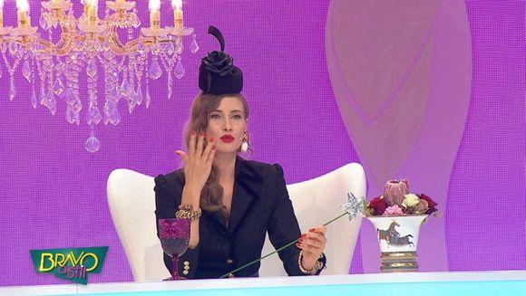 "Cum a laudat Iulia Albu tinuta unei concurente: ""Mie imi place tinuta ta pentru ca vad o tentativa de styling! Ai parul de vampa care a fost in State"""