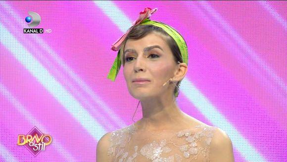 Elena ii impresioneaza pe jurati: ''Tinuta imi place, dar te machiezi prea mult''